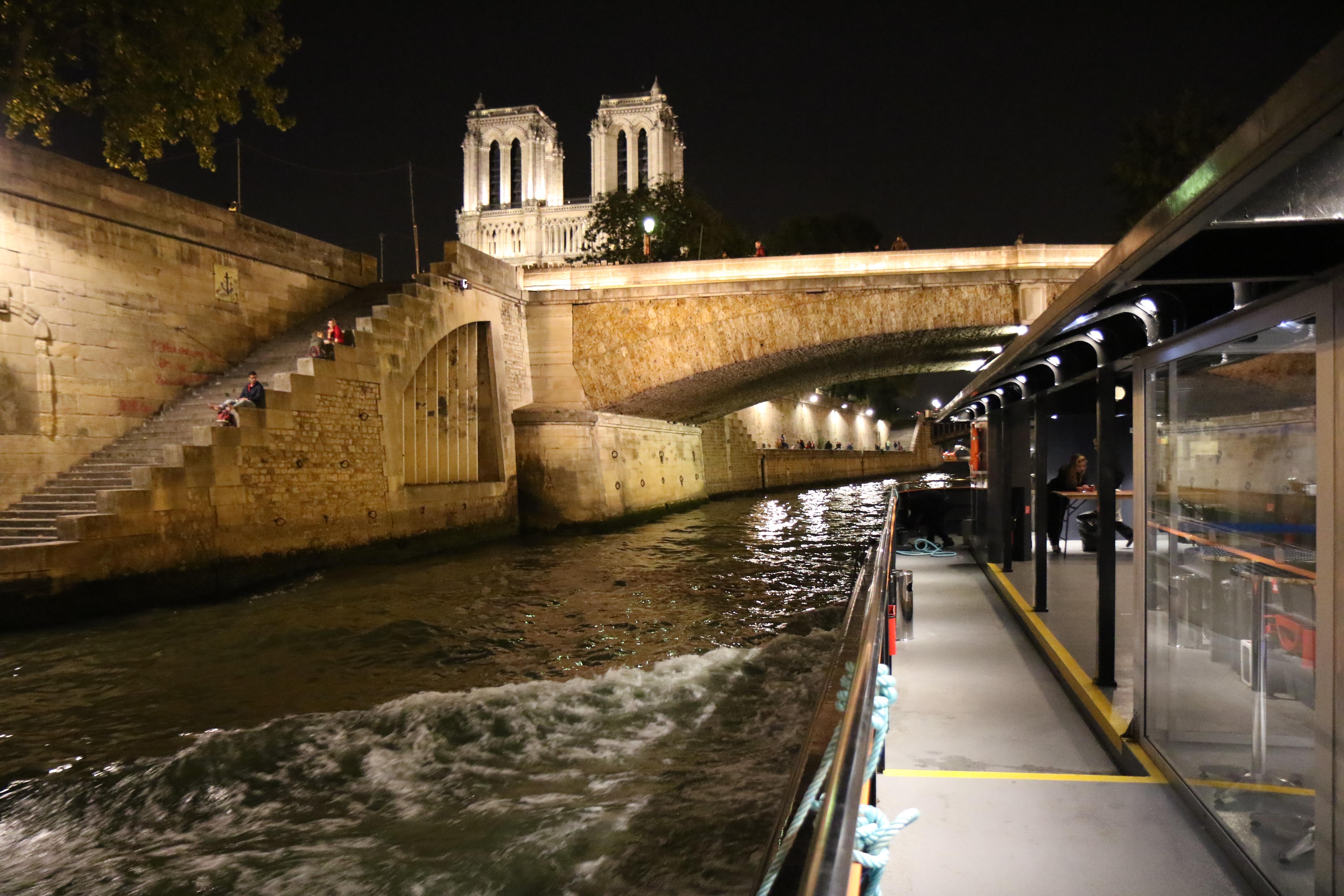 Croisiere-promenade-sightseeing-cruise-bateau-visit-paris-centre-navigation-Insolite-Notre-Dame